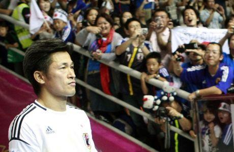 O Kαζουόσι Μιούρα θα 'κλείσει' τα 54 στις 26/2. Eίναι ο εθνικός σταρ του ποδοσφαίρου της Ιαπωνίας. Συμφώνησε να παίξει για άλλη μια σεζόν. Δήλωσε πως δεν ξέρει πότε θα σταματήσει.