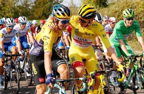 Πρίμος Ρόγκλιτς και Ταντέι Πογκάτσαρ στο τελευταίο ετάπ του περσινού Γύρου Γαλλίας (20/9/2020). Οι δυο Σλοβένοι κέρδισαν τα δυο από τα τρία Grand Tours του 2020, ο μεν Ρόγκλιτς τη Vuelta, ο δε Πογκάτσαρ το Tour.
