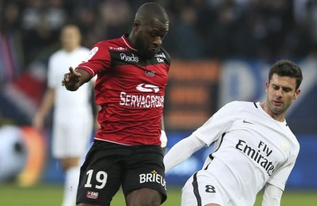Yannis Salibur of Guingamp is tackled by PSG's Thiago Motta, right, during their League One soccer match , at the Roudourou stadium, in Guingamp, western France, Saturday, Dec. 17, 2016. (AP Photo/David Vincent)