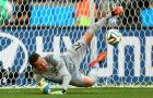 BELO HORIZONTE, BRAZIL - JUNE 28: Julio Cesar of Brazil saves the penalty shot of Alexis Sanchez of Chile in a shootout during the 2014 FIFA World Cup Brazil round of 16 match between Brazil and Chile at Estadio Mineirao on June 28, 2014 in Belo Horizonte, Brazil.  (Photo by Ronald Martinez/Getty Images)