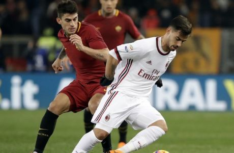AC Milan's Suso, right, and Roma's Diego Perotti vie for the ball during a Serie A soccer match between Roma and AC Milan, at the Rome Olympic stadium, Sunday, Feb. 25, 2018. (AP Photo/Alessandra Tarantino)