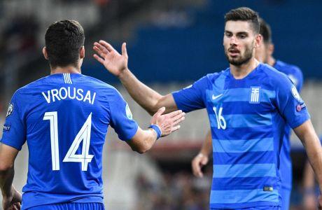 Ο Γιώργος Μασούρας δίνει το χέρι του στον Μάριο Βρουσάι, στην αναμέτρηση της Εθνικής Ελλάδας με το Λίχτενσταϊν για τους προκριματικούς ομίλους του Euro 2020 στο Ολυμπιακό Στάδιο, Κυριακή 8 Σεπτεμβρίου 2019
