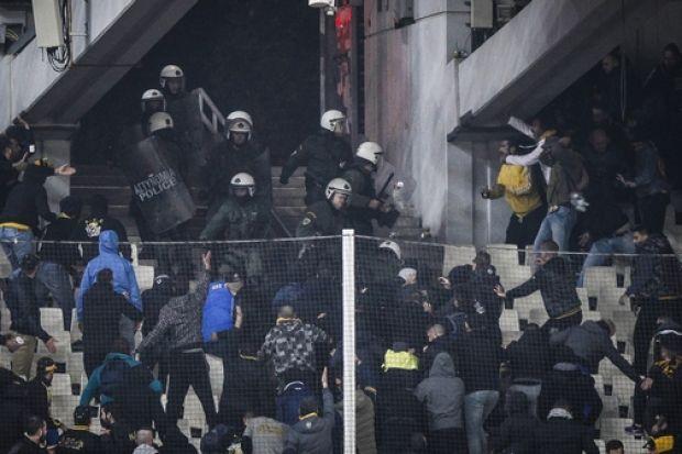 Ξύλο και επεισόδια στη θύρα των οργανωμένων της ΑΕΚ