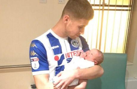 Πέτυχε δύο γκολ κι έγινε αλλαγή για να προλάβει τη γέννηση του γιου του!