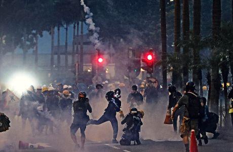 Χονγκ Κονγκ Συμπλοκές διαδηλωτών και αστυνομίας στο αεροδρόμιο της πόλης