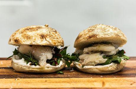 Το τέλειο Σαρακοστιανό burger για Netflix and Chill