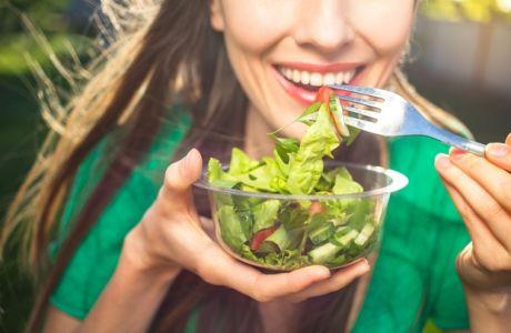 Οι πιο πρωτότυπες σαλάτες που μπορείτε να βάλετε στη διατροφή σας