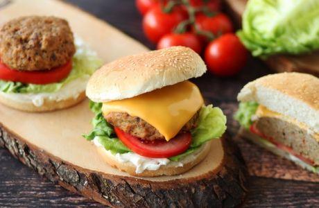 Η μόνη συνταγή που πρέπει να έχεις για απολαυστικά chicken burgers