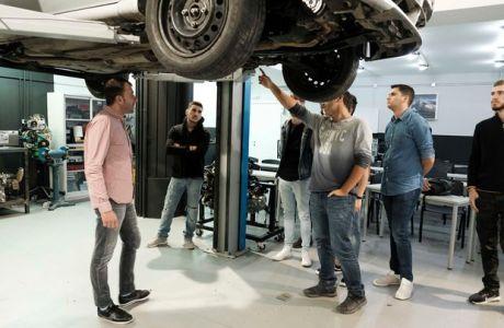Σπούδασε Τεχνικά Επαγγέλματα στην πρώτη σχολή Μηχανολογίας στην Ελλάδα