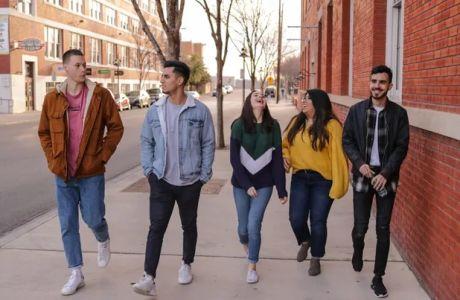 «World of Difference»: Οι νέοι που παίρνουν τη δύναμη να στήσουν μια διαφορετική κοινωνία