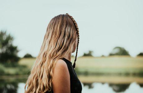Πώς να επαναφέρεις σαν επαγγελματίας τα μαλλιά που ταλαιπώρησες το καλοκαίρι
