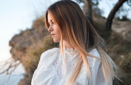 Βρήκαμε το μυστικό για το πιο (τέ)λειο ίσιωμα μαλλιών που διαρκεί