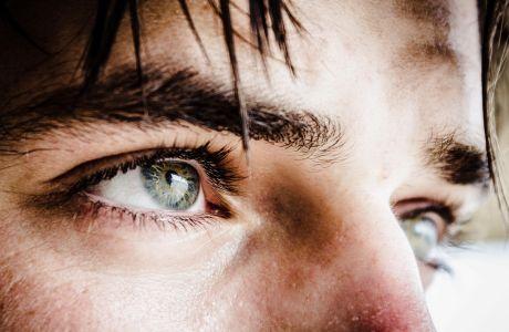 Θαμπή όραση, φαγούρα, ξηρότητα και αίσθηση καύσου στα μάτια; Τι μπορεί να φταίει;