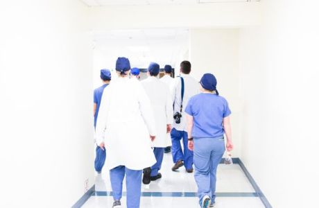 Ιατρικό Κέντρο Αθηνών: Το εντυπωσιακό Τμήμα Ελάχιστα Επεμβατικής Νευροχειρουργικής