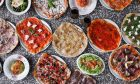 Τα αγαπημένα μας φαγητά σε δύο εκδοχές: η κλασική και η ψαγμένη