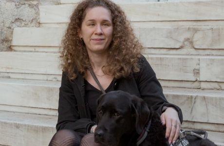 Η Γιούνι δεν είναι σκύλος οδηγός τυφλών. Είναι ο φύλακας- άγγελος της Τζουλιάννα