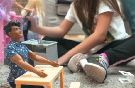 Πώς τα παιδιά μαθαίνουν την ενσυναίσθηση μέσα από το παιχνίδι με κούκλες