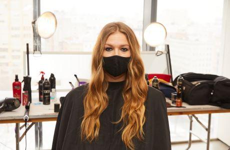 Free Spirited Waves: Πώς θα πετύχεις μέσα σε λίγα λεπτά το πιο boho χτένισμα από την Εβδομάδα Μόδας της Νέας Υόρκης