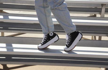 Οι τάσεις στα sneakers και πώς να τις υιοθετήσεις