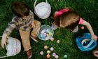 Το έθιμο του σοκολατένιου πασχαλινού αβγού έχει και φέτος, διπλή αξία