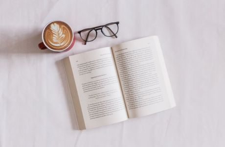 Τέσσερα Best Sellers που αξίζουν μια θέση στη βιβλιοθήκη σου