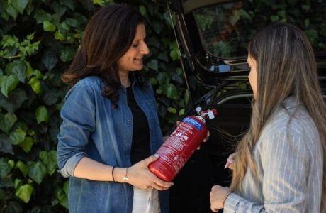 Όλα όσα πρέπει να γνωρίζεις για τον πυροσβεστήρα του αυτοκινήτου