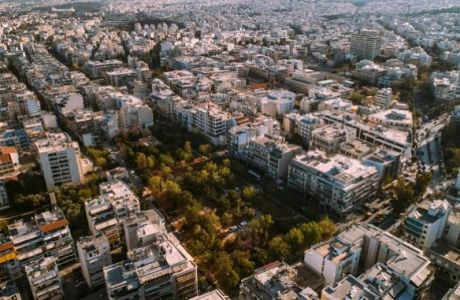 Κήποι, πλατάνια και μία γαλήνια λίμνη στην καρδιά της Πατησίων