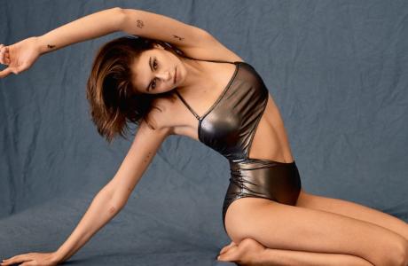 Τα πιο εντυπωσιακά μαγιό του φετινού καλοκαιριού είναι από την Calvin Klein