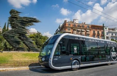 Το νέο ηλεκτρικό λεωφορείο που μοιάζει με τραμ κυκλοφορεί στην Αθήνα